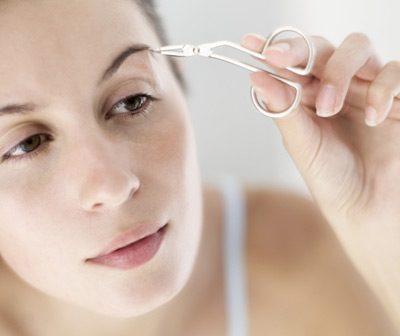 Cejas perfectas toque de mujer - Hacerse las cejas en casa ...