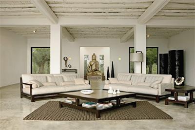 para resaltar el espacio puedes incluir tumbonas pufs y los accesorios decorativos