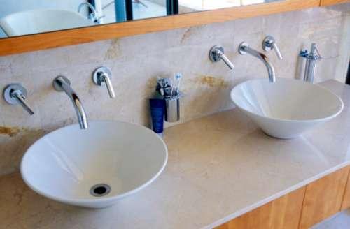 Baño General En Regadera O Tina:Hay suficiente presión de agua en la regadera, tina o lavabos?