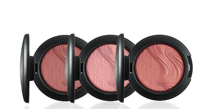 Luce radiante el día de los enamorados, utilizando un blush con un tono muy romántico. Nosotros preferimos la línea Magnetic Nude Extra Dimension Blush de M•A•C www.maccosmetics.com.mx