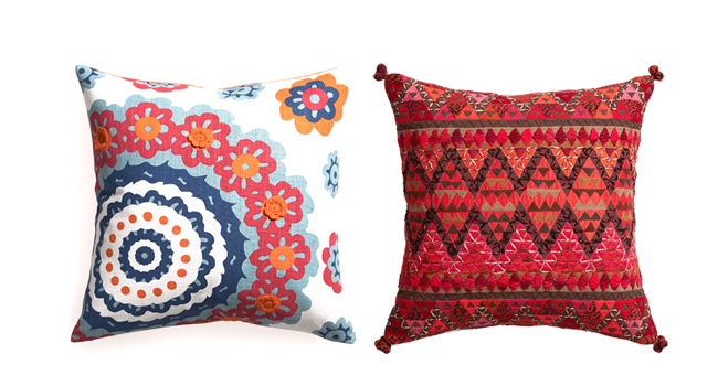 Ambienta tu habitación con detalles románticos y tu cama con unos lindos cojines de CRATE&BARREL www.crateandbarrel.com.mx