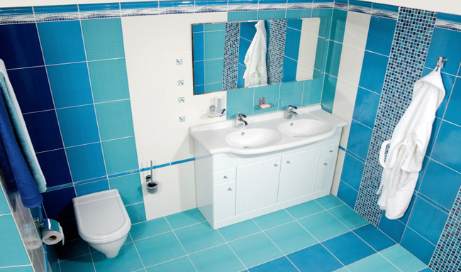 Ba o color azul pelo - Banos en azul y blanco ...