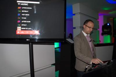 Benoit Racle, Gerente General de Hotel W, anfitrión y presentador de la App.