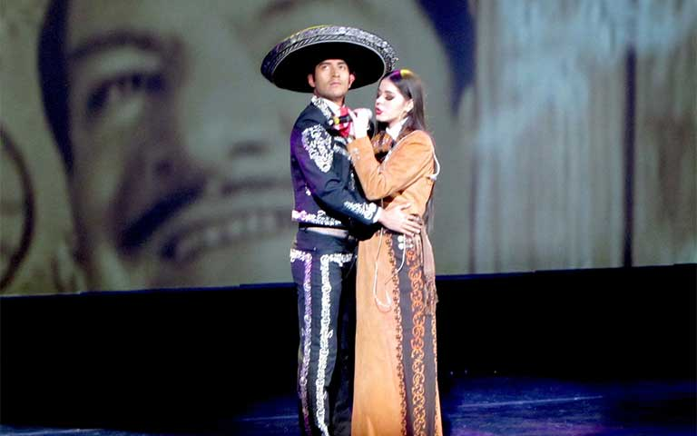 Presentación de cantares de México de Laura Díaz