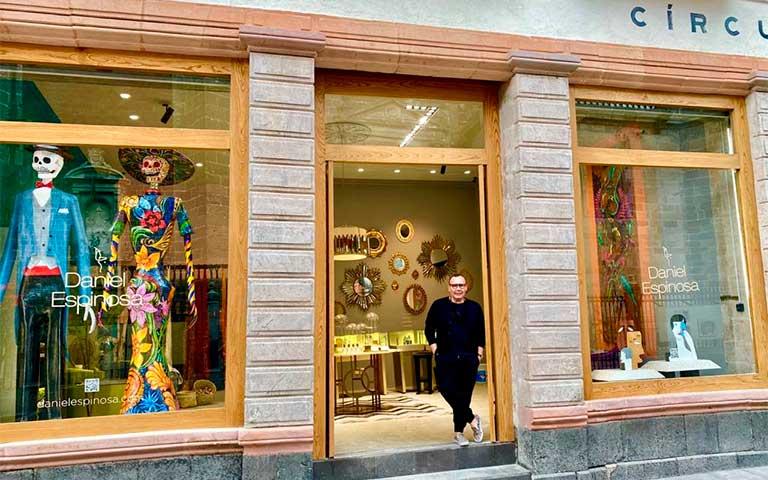 Daniel Espinosa estrena boutique en el corazón del Centro Histórico.