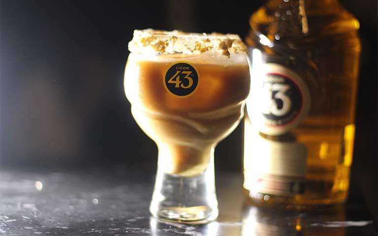 celebrar el Día Internacional del café con el auténtico carajillo