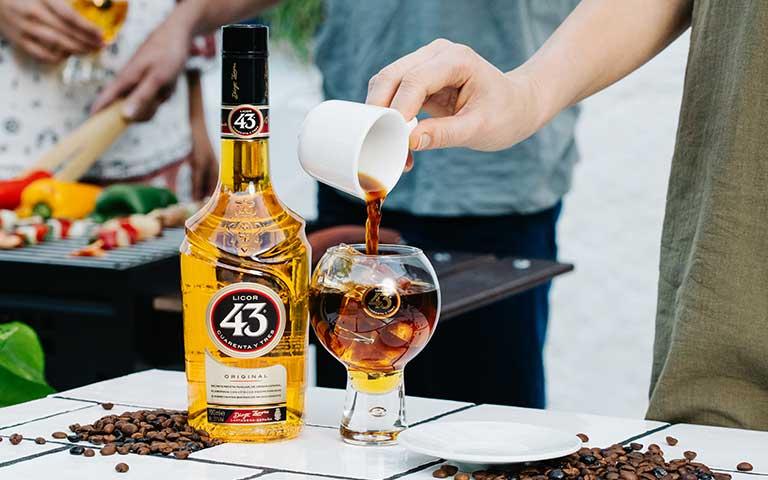 celebra el Día Internacional del café con el auténtico carajillo