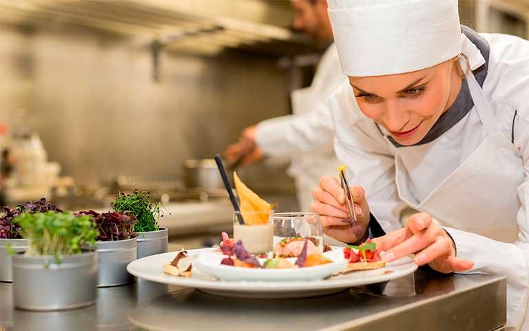60% de los estudiantes de turismo y gastronomía son mujeres